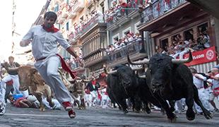 Oslavy Svätého Fermína a beh býkov v Pamplone, Španielsko